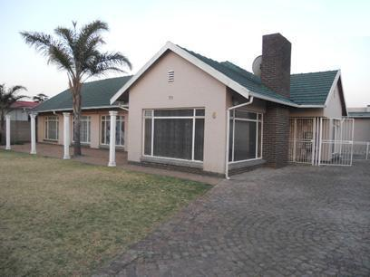 4 Bedroom House for Sale For Sale in Kempton Park - Home Sell - MR058779