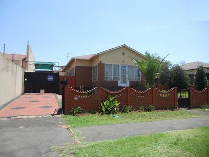 Standard Bank Repossessed 2 Bedroom House on online auction in Crosby - MR059005