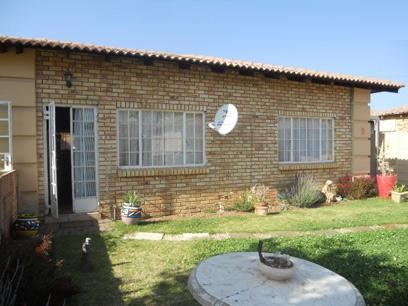 2 Bedroom Cluster for Sale and to Rent For Sale in Randfontein - Private Sale - MR059271