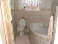 Bathroom 1 of property in Constantia Glen
