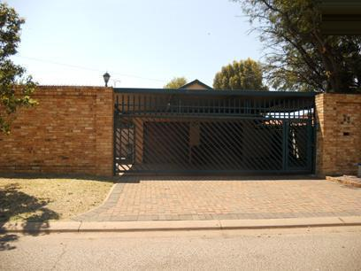 Standard Bank EasySell 3 Bedroom House for Sale For Sale in Mayberry Park - MR060006