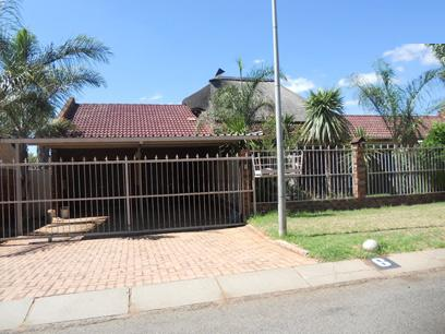 Standard Bank EasySell 3 Bedroom House For Sale in Klerksdorp - MR060233