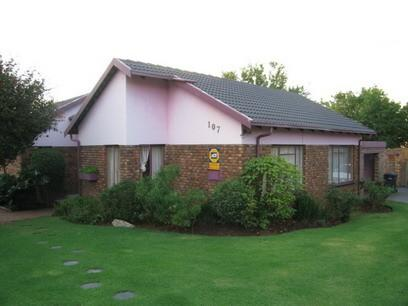 3 Bedroom House For Sale in Rooihuiskraal - Private Sale - MR06051