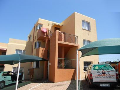 Standard Bank Repossessed 2 Bedroom Sectional Title on online auction in Ridgeway - MR061051
