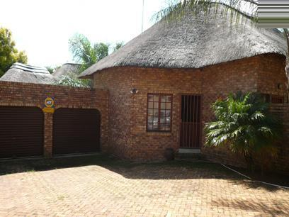 3 Bedroom House For Sale in Garsfontein - Home Sell - MR06226