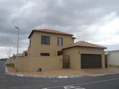 3 Bedroom House For Sale in Parklands - Private Sale - MR06254