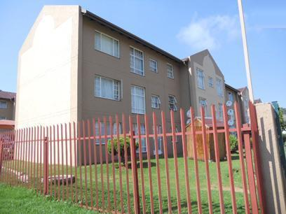 Standard Bank Repossessed 2 Bedroom Sectional Title on online auction in Alan Manor - MR062566