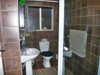 Bathroom 1 - 5 square meters of property in Northcliff