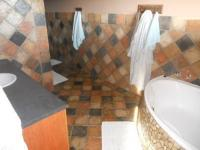 Main Bathroom - 16 square meters of property in Sea View