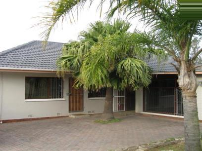 Standard Bank EasySell 4 Bedroom House For Sale in Beacon Bay - MR062841