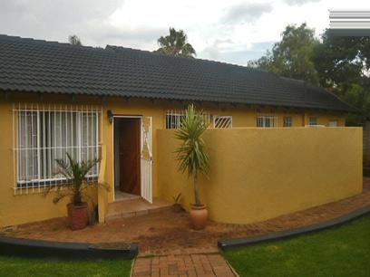 3 Bedroom House For Sale in Weltevreden Park - Private Sale - MR06303