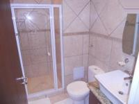 Bathroom 2 - 2 square meters of property in Bloubergstrand