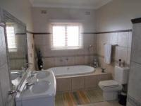 Bathroom 1 - 10 square meters of property in Ballito