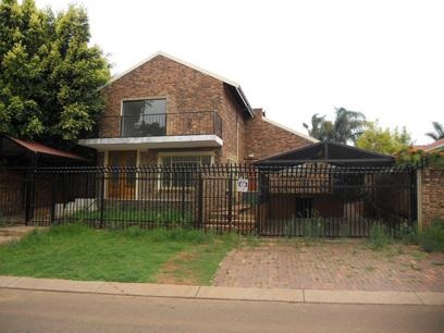 Standard Bank EasySell 3 Bedroom Sectional Title for Sale For Sale in Faerie Glen - MR064117