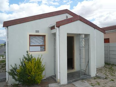 FNB Repossessed 2 Bedroom House for Sale For Sale in Eerste Rivier - MR06415