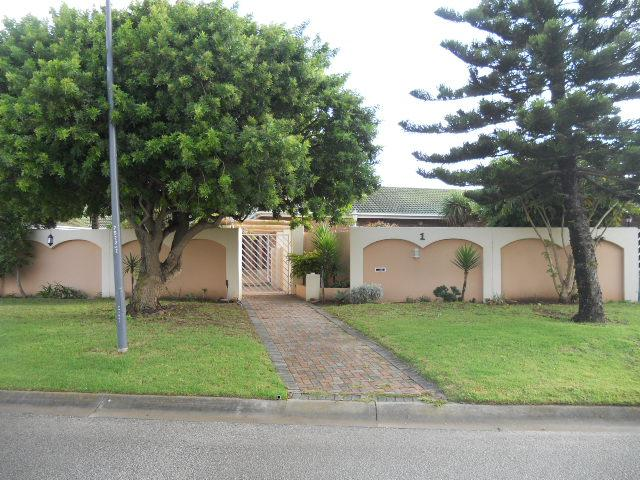 Standard Bank Repossessed 3 Bedroom House For Sale in Summerstrand - MR064154