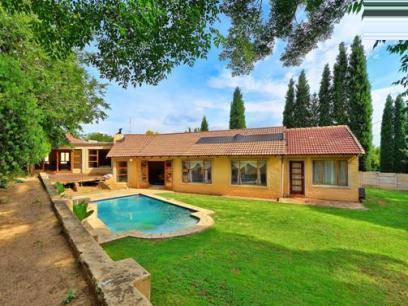 Standard Bank EasySell 3 Bedroom House For Sale in Sunninghill - MR064233
