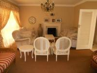 Lounges - 35 square meters of property in Kew