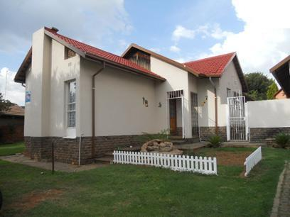 3 Bedroom House for Sale For Sale in Roodepoort West - Home Sell - MR064466