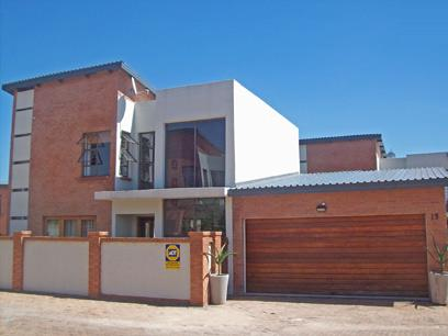 2 Bedroom Cluster For Sale in Midrand - Private Sale - MR06451