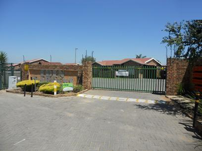Standard Bank EasySell 2 Bedroom Sectional Title for Sale For Sale in Rooihuiskraal - MR064658