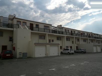 Standard Bank Repossessed 2 Bedroom Apartment on online auction in Parklands - MR06499