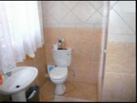 Main Bathroom - 5 square meters of property in Heatherview