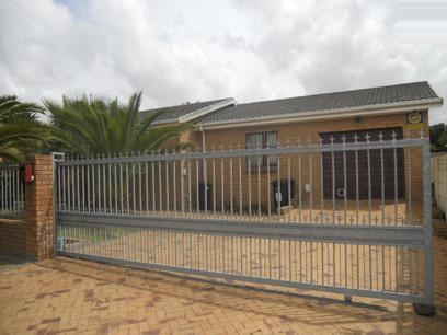 Standard Bank EasySell 3 Bedroom House For Sale in Kraaifontein - MR065272