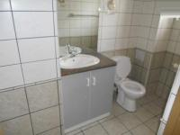 Bathroom 1 - 7 square meters of property in Hartenbos