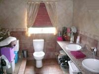 Main Bathroom - 8 square meters of property in Kameeldrift