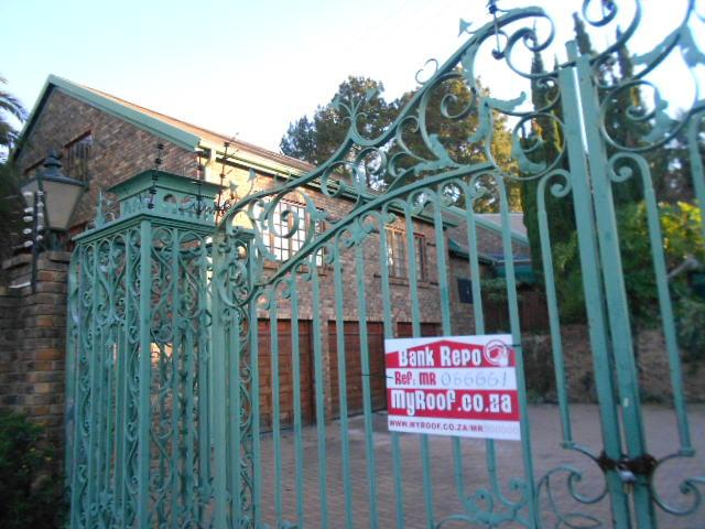 Standard Bank Repossessed 6 Bedroom House for Sale on online auction in Bedfordview - MR066661