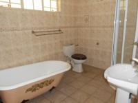 Bathroom 3+ - 22 square meters of property in Bedfordview
