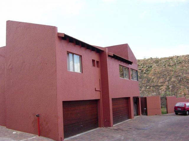 2 Bedroom Apartment to Rent in Northcliff - Property to rent - MR066745