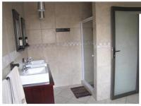 Bathroom 1 - 13 square meters of property in Zwartkops Golf Estate