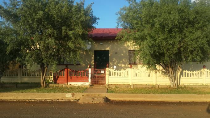 Standard Bank Insolvent 3 Bedroom House for Sale on online auction in Theunissen - MR067515