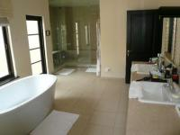 Main Bathroom - 32 square meters of property in Dainfern