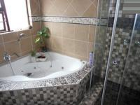 Main Bathroom - 7 square meters of property in Carlswold A.H.
