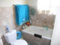 Main Bathroom - 6 square meters of property in Castleview