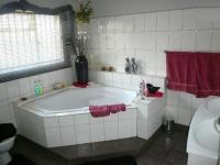 Main Bathroom - 10 square meters of property in Sundra