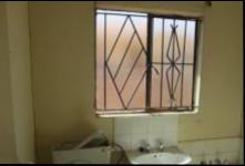 Bathroom 1 of property in Protea Glen