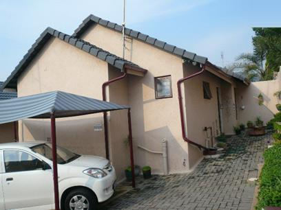 2 Bedroom Sectional Title For Sale in Corlett Gardens - Private Sale - MR068300