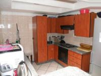 Kitchen - 9 square meters of property in Vaalpark