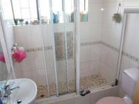 Main Bathroom - 6 square meters of property in Claudius
