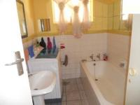 Bathroom 1 - 6 square meters of property in Mondeor