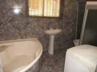 Main Bathroom - 6 square meters of property in Mondeor