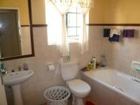 Bathroom 1 - 5 square meters of property in Willow Glen