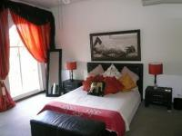 Bed Room 1 - 17 square meters of property in Mooikloof