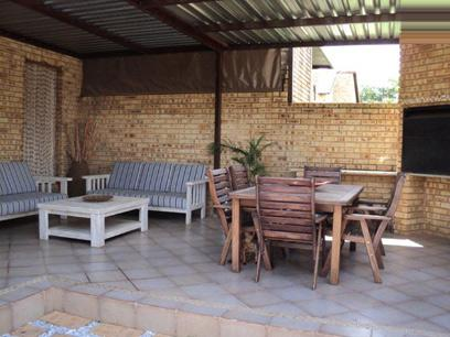2 Bedroom Sectional Title for Sale For Sale in Ruimsig - Private Sale - MR069050