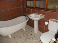 Main Bathroom - 6 square meters of property in George Central