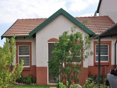 2 Bedroom Simplex for Sale For Sale in Weltevreden Park - Private Sale - MR069263